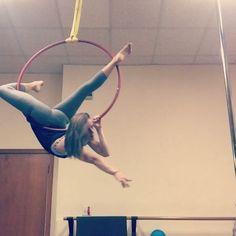 Gazelle to a mini knee drop  #lyra #hoop #aerialhoop #circuseverydamnday #circus #circusgirl #circusinternational #circusaroundtheworld #drop #arch #beastlybuilt