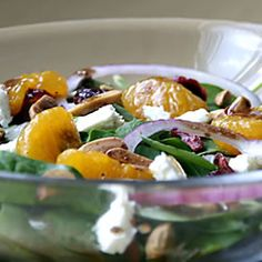 Beautiful Salad  8 cups baby spinach leaves, ½ medium Vidalia or red onion (separated into rings),  cup honey-roasted sliced almonds, 1 cup crumbled feta cheese, 11 oz can mandarin oranges, 1½ cups sweetened dried cranberries, ±1 cup balsamic vinaigrette salad dressing