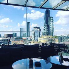 #ElenaBarolo Elena Barolo: ~ sottosopra ~ #milano #memilanilduca #skyline #skycrapers #beautifulplace #beautifuldestination