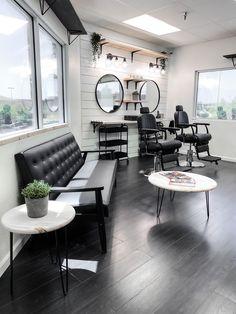 Barber Shop Interior, Hair Salon Interior, Barber Shop Decor, Salon Interior Design, Beauty Room Salon, Beauty Salon Design, Home Hair Salons, Home Salon, Home Bar Rooms