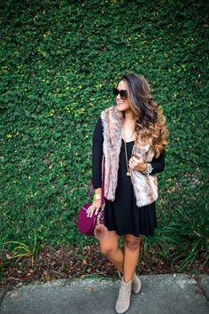 Auf der Suche nach einem einfachen, aber modischen Outfit für den Herbst? Wie wäre es mit einer Weste aus Kunstfell und einem Kleid. Kombiniert mit einer rocco by Rodenstock Brille steht einem wilden Tag so nichts mehr im Weg.
