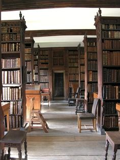 The library of queens' college, Cambridge university