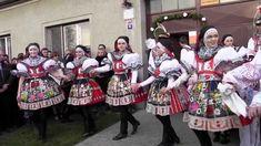 SVATOBOŘICE-MISTŘÍN-Z pravých Slováckých hodů s věncem:u druhé stárky se...