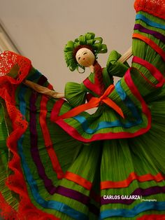 No one knows about the corn leaves usage. always we throw the corn leaves to the bin.but now this article describes really the amazing doll from corn leaves Mexican Birthday, Mexican Party, Mexican Style, Mexican Corn, Mexican Folk Art, Subway Sandwich, Doll Crafts, Diy Doll, Fabric Dolls