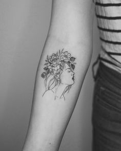 "3,115 curtidas, 19 comentários - Phoebe Hunter (@phoebej_tattoos) no Instagram: ""Flower crowned gal done for a traveler a while back . . . . #floraltattoo #flowertattoo…"""