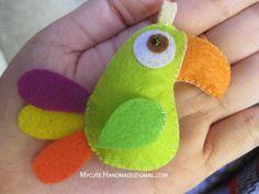 Mycute Handmade parrots was made from felt  code: DT16 photo: Canon A1000IS  email: mycute.handmade@gmail.com  www.facebook.com/oooMycuteooo