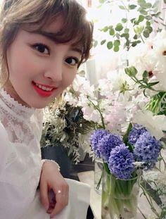 Twitter Kpop Girl Groups, Korean Girl Groups, Kpop Girls, Park Ji Soo, Sana Momo, Jihyo Twice, Twice Once, Classy Girl, Tzuyu Twice