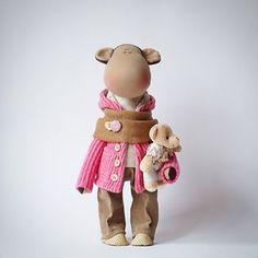 """147 Me gusta, 10 comentarios - Авторские Куклы (@alina.dmitriewa) en Instagram: """"Романтичная девушка с мишкой   Люблюсвоихмартышек ☺️ #happynewyear  #doll #home #handmade…"""""""