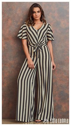 Jumpsuit Outfit, Dress Outfits, Fashion Dresses, Simple Dresses, Casual Dresses, Gold Flower Girl Dresses, Mode Abaya, Alternative Fashion, Jumpsuits For Women