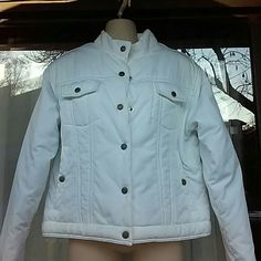 NIKE outdoor white filled jacket Worn once,warm and light Nike Jackets & Coats