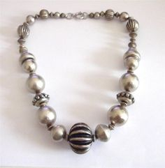 VINTAGE 80 S BIG CHUNKY SILVER TONE DECORATIVE BEADS BEADED STATEMENT NECKLACE