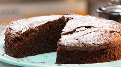 Kochvideo zum einfach nachkochen: Wann hast du das letzte Mal einen leckeren Schokoladenkuchen gebacken? Mit diesem simplen aber genialen Rezept kannst du