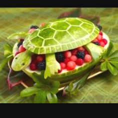 Watermelon Turtle {Edible Fruit Crafts} Finding so many ideas for my turtles first birthday awe I'm sad :( Watermelon Fruit Bowls, Watermelon Turtle, Eating Watermelon, Watermelon Designs, Carved Watermelon, Watermelon Basket, Watermelon Ideas, Watermelon Animals, Fruit Designs
