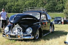 sweet black vw bug Hot Vw, Volkswagen Beetles, Weird Cars, Vw Bugs, I Love Lucy, Camper Van, Type 1, Convertible, Antique Cars