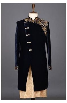 Sherwani For Men Wedding, Wedding Dresses Men Indian, Mens Sherwani, Wedding Dress Men, Wedding Suits, Wedding Groom, Mens Wedding Wear Indian, Sherwani Groom, Indian Men Fashion