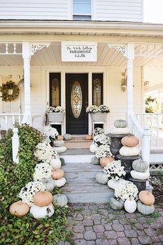 Farmhouse Porch Steps Decorating Ideas (5)