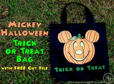 Celebrate Halloween in Disney style and make a fun Mickey pumpkin trick or treat bag with this FREE cut file! Disney Halloween Shirts, Mickey Halloween, Halloween Pumpkins, Disney Shirts, Disney Designs, Halloween Projects, Halloween Ideas, Trick Or Treat Bags, Halloween Trick Or Treat