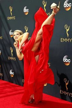 American Ninja Warrior Jessie Graff does a backflip on the red carpet at Emmys in a dress and high heels - Hot Girls Jessie Graff, Female Martial Artists, Martial Arts Women, Stunt Woman, Karate Kick, American Ninja Warrior, Action Poses, Taekwondo, Female Athletes