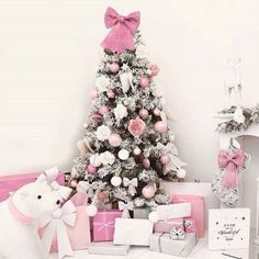 56 Cute Pink Christmas Tree Decoration Ideas You Will Totally Love. If you have a young girl at home or if you yourself feel like a little girl then this year you can express that with a pink Christma. Pink Christmas Tree Decorations, Different Christmas Trees, Silver Christmas Tree, Christmas Tree Design, Black Christmas, Elegant Christmas, Christmas Colors, Christmas Ideas, Shabby Chic Christmas