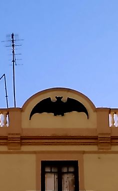 #Bats everywhere! In the #Valencia coat of arms, in many buildings around the city,... Catch them all!