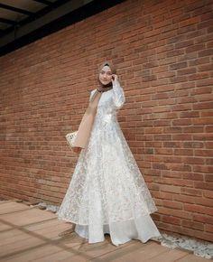 Hijab Prom Dress, Dress Brukat, Muslimah Wedding Dress, The Dress, Dress Outfits, Fashion Dresses, Prom Dresses, Wedding Dresses, Kebaya Muslim