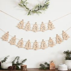 Add a traditional feel to your Christmas with this gorgeous Wooden Merry Christmas Tree Shaped Bunting. The simplistic cut out design is the perfect bunting Bohemian Christmas, Christmas Bunting, Merry Christmas, Christmas Room, Christmas Projects, Christmas Decorations, Christmas Wreaths, Farmhouse Christmas Decor, Rustic Christmas