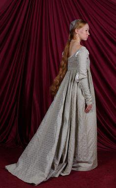 Italian Renaissance Gown: Back by ~Verdaera