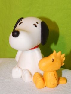Snoopy and Woodstock Inspired Peanuts Fondant Cake Toppers Fondant Wedding Cakes, Fondant Cake Toppers, Fondant Figures, Wedding Cake Toppers, Cupcake Toppers, Fondant Cupcakes, Cake Decorating Courses, Wilton Cake Decorating, Cake Decorating Tutorials