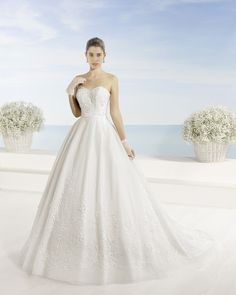 Beaded embroidered tulle dress, in ecru