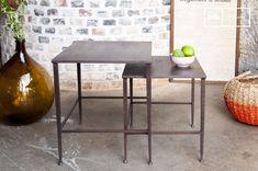 Une paire de tables modulables, idéales de part et d'autre d'un lit ou d'un canapé