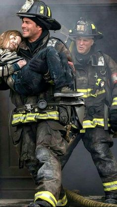 Chicago Fire: Severide & Capp to the rescue American Firefighter, Firefighter Paramedic, Volunteer Firefighter, Firefighter Tattoos, Fire Dept, Fire Department, Taylor Kinney Chicago Fire, Firefighter Photography, Firefighter Pictures
