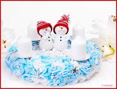 Adventskranz mit Schneemann-Pärchen... Advent wreath with snowman pair... Advent, Cake, Desserts, Food, Snowman, Hobbies, Handarbeit, Crafting, Tailgate Desserts