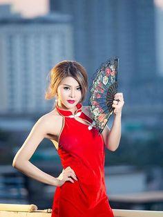Angel Waraporn Decha  Photo ปวีณ กุลเกษม    Source