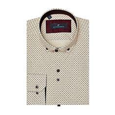 Bu baskılı bej gömlek, OttoModa tasarımcıları tarafından %3 likra ile zenginleştirilmiş premium pamuk kumaştan üretilmiştir. Bu gömlek ile amacımız konforlu, rahatlığınızı hedeflerken, çekici, etkileyici desen ve düğme kombinasyonu ile gömlek sever her er
