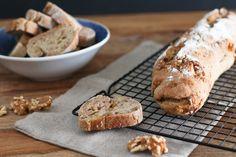 Es gibt wenig Besseres als frisches, selbstgemachtes Baguette! Das Dinkel Walnuss Baguette ist extrem lecker und ist ideal für die kommende Grillsaison.