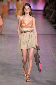 Alberta Ferretti Spring 2020 Ready-to-Wear Fashion Show Collection: See the complete Alberta Ferretti Spring 2020 Ready-to-Wear collection. Look 15 Fashion 2020, Runway Fashion, Fashion Show, Fashion Looks, Fashion Outfits, Fashion Design, Fashion Movies, Emo Outfits, Spring Fashion Trends