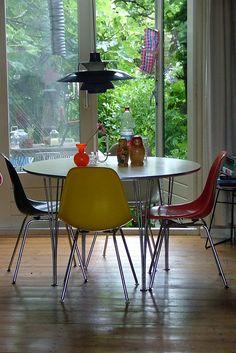 same table , new #Eames fiberglass chairs