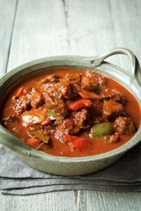 Hairy Bikers Beef Goulash www.womanmagazine… Hairy Bikers Beef Goulash www. No Calorie Foods, Low Calorie Recipes, Meat Recipes, Dinner Recipes, Cooking Recipes, Healthy Recipes, Beef Stew Recipes, Beef Casserole Recipes, Slow Cooking