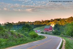Grant Wood Scenic Byway: Iowa Tourism Map, Travel Guide, Things to Do: Travel Iowa Great Places, Places To See, Dubuque Iowa, Grant Wood, Tourism Website, State Parks, Iowa State, Day Trips, Countryside