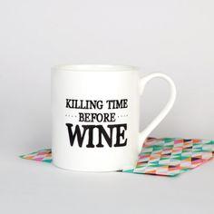 """Ein Becher für Weinliebhaber: """"Killing time before wine"""". Findet ihr auf Etsy."""