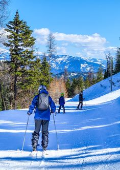 If you are planning your first ever family ski trip, check out this list of 18 lessons learned from a ski vacation. What to know before you go, and tips for ski lessons, ski resort life, and much more! #skiing #vacations #familytravel #skitrip #skivacation