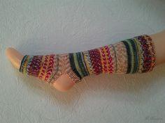 Yoga Socken hand gestrickt, gestreift rot grün bunt, tanzen, Pilates, deutsche Qualitätswolle, Pediküre von LiMariann auf Etsy
