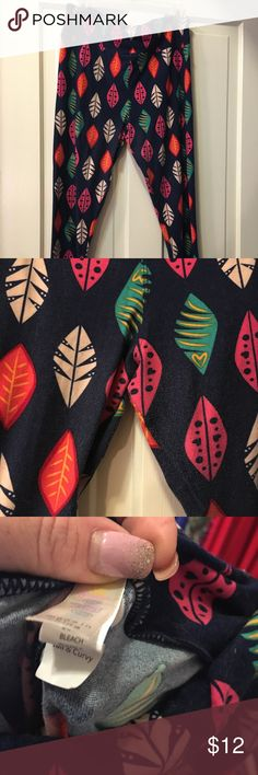 EUC Lularoe TC Navy Feather Leggings Worn 2-3 times. Navy background. Slight fading and piling. See pictures. Great for fall! TC LuLaRoe Pants Leggings