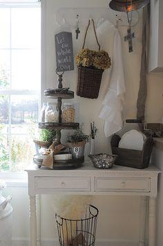 Need this table. Love the mason jar idea