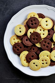 Vanilla And Chocolate Button Cookies « Recipe « Zoom Yummy – Crochet, Food, Photography Vanilla Recipes, Baking Recipes, Cookie Recipes, Dessert Recipes, Cake Cookies, Cupcakes, Button Cookies, Chocolate Buttons, Chocolate Biscuits