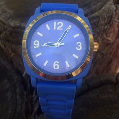 Anthropologie periwinkle gummy watch! Anthropologie periwinkle gummy watch with gold hardware. 9 inches long X 1.5 inches wide. Stainless steel back. Watch needs new battery. BUNDLE and SAVE! Anthropologie Accessories Watches
