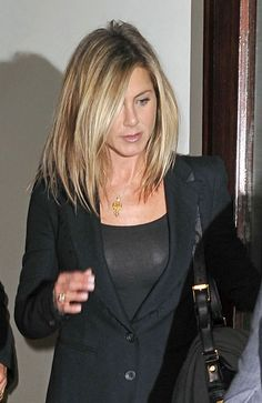 Variety of Jennifer Aniston Medium Hairstyle hairstyle ideas and hairstyle options. If you are looking for Jennifer Aniston Medium Hairstyle hairstyles examples, take a look. Jennifer Aniston Haircut, Jennifer Aniston Pictures, Jenifer Aniston, Jennifer Aniston Style, Blonde Haircuts, Hairstyles Haircuts, Cool Hairstyles, Toddler Hairstyles, Latest Hairstyles
