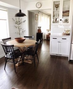 Utilize these home decor ideas to enhance your house and give it new life. Home decorating is exciting and may change your house into a home once you understand how to do it right. Sweet Home, Dining Room Design, Design Kitchen, Design Bedroom, Kitchen Layout, Style At Home, My New Room, Home Fashion, City Fashion