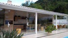 Resultado de imagem para casas de madeira parede vidro e tijolo ceramica