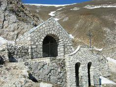 Eremo San Franco 1.730 mt (s.l.m.) - Assergi (AQ) Dista circa 94,1 km, 1 ora 3 min dal Camping Lake Placid Camping Silvi Marina ( teramo ) Italy